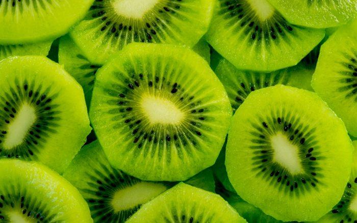 10 vērtīgākās kivi īpašības: normalizē asinsspiedienu un palīdz zaudēt lieko svaru!