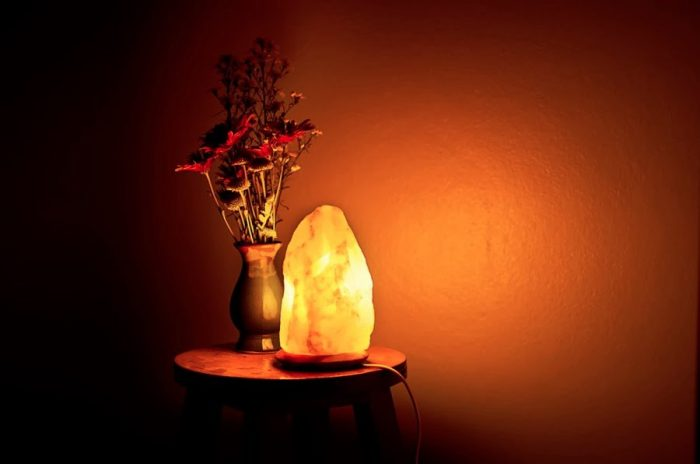 Himalaju sāls lampa; dziedniecisks interjera elements!