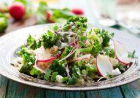 Brokoļu un ziedkāpostu salāti – gardi un veselīgi!
