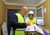 Labklājības ministre Ramona Petraviča ierodas negaidītā pārbaudē būvniecības objektā