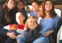 Septiņpadsmitgadīga meitene viena izaudzināja  piecus brāļus un māsas