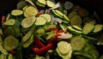 Marinētie gurķi ar papriku un sīpoliem