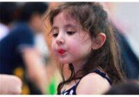 Meitenītes seja ar gadiem sāka dīvaini mainīties.  Tēvam radās nelāgas nojautas, un viņš nolēma veikt testu