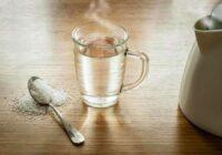 Sāls un karsts ūdens: divi nekaitīgi  paņēmieni, kā atbrīvoties no taukiem uz vēdera